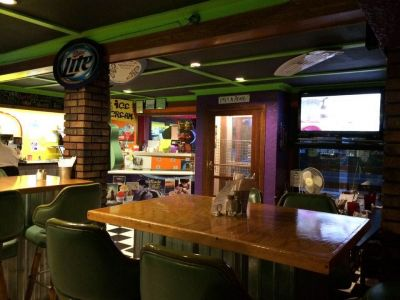 North End Deli and Spirits dining tables.